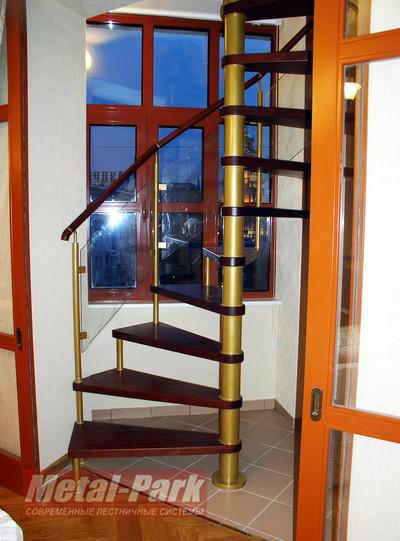 Винтовая лестница в лоджии
