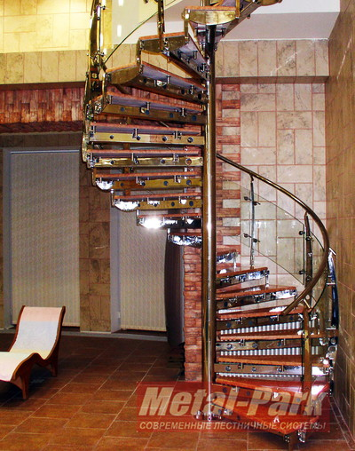 Винтовая лестница из нержавейки с мраморными ступенями