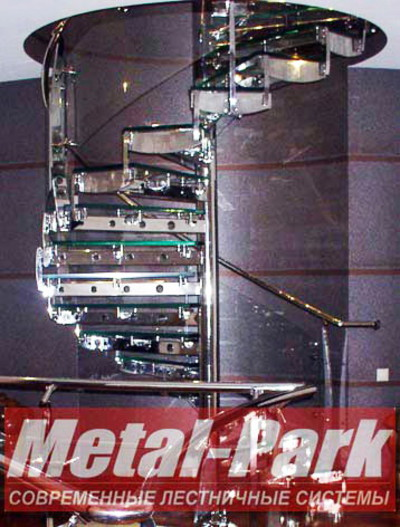 Винтовая лестница из нержавеющей стали и стекла