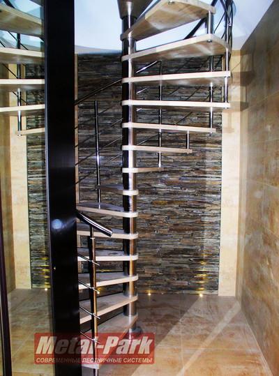 Винтовая лестница из нержавеющей стали с дубовыми ступенями