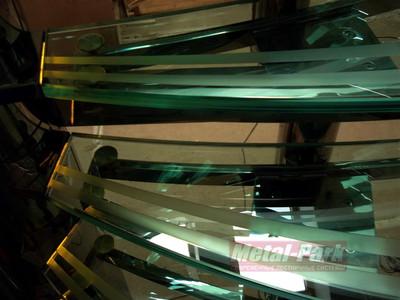 Лекальные стеклянные ступени с бучердированием