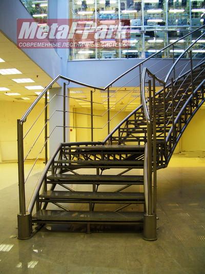 Лестница из нержавеющей стали с гранитными ступенями