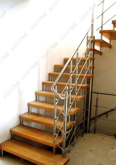 Лестница на больцах из нержавеющей стали