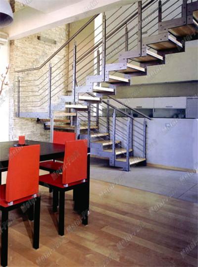 Лестница на сборных тетивах из нержавеющей стали