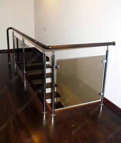 Лестничное ограждение со стеклом и дубовым поручнем