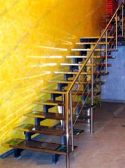 Маршевая лестница на пилообразных косоурах со ступенями БАГЕТ