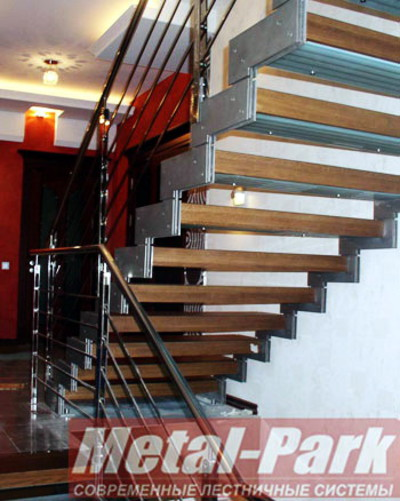 Маршевая лестница на сборных тетивах из нержавеющей стали