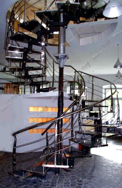 Модульная лестница в офисе