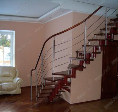 Модульная лестница со спиральным поворотом