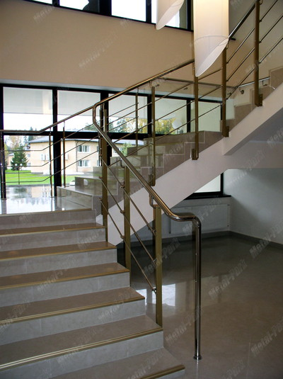 Ограждение лестницы в гостинице