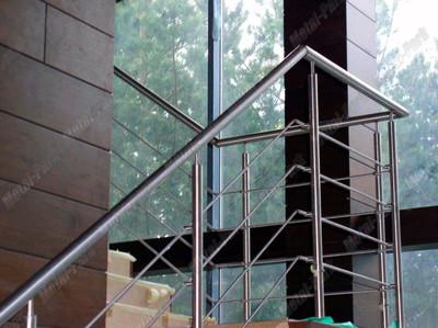 Ограждение лестницы из шлифованной нержавеющей стали