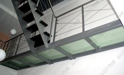 Переходный мост из стекла