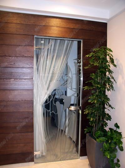 Распашная стеклянная дверь в коробке из нержавеющей стали