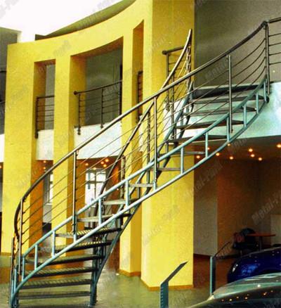 Спиральная лестница в атосалоне Автоганза