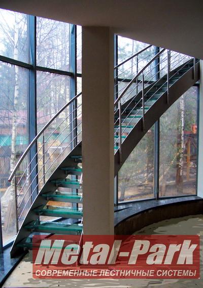 Спиральная лестница на наржавеющих тетивах