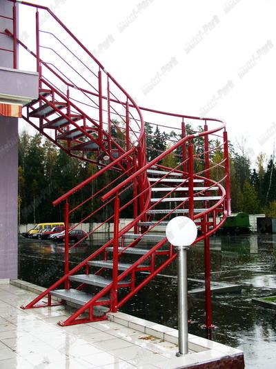 Спиральная наружная лестница
