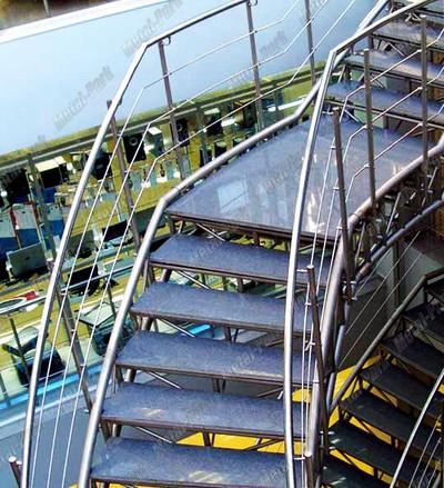 Спиральные лестницы в торговом центре