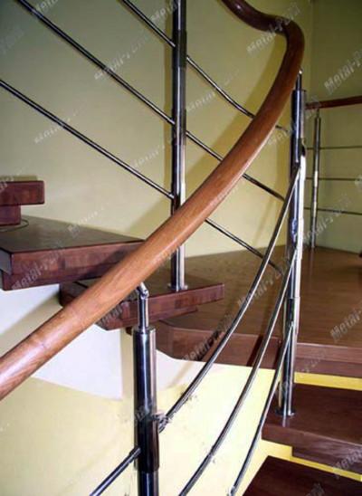 Спиральные ограждения лестницы с буковым поручнем