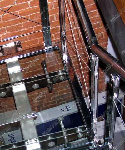 Стеклянная лестница в клубе СТРЕЛКА
