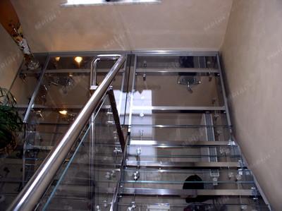 Стеклянная лестничная площадка