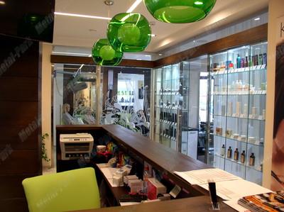 Стеклянные витрины и перегородки   салон ИРИС