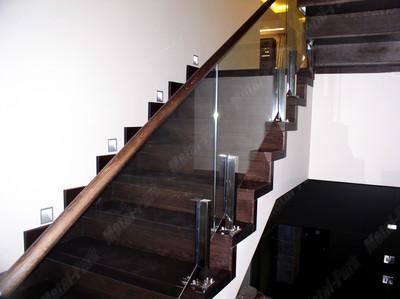 Стеклянные ограждения лестницы с u образным дубовым поручнем