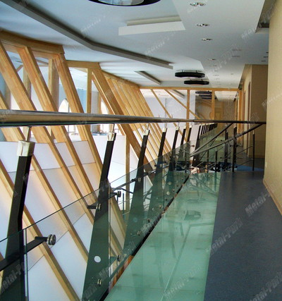 Стеклянный балкон и балюстрада