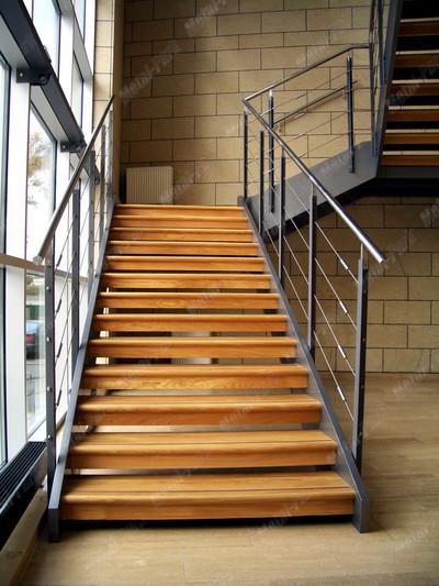 Тросовые ограждения маршевой лестницы