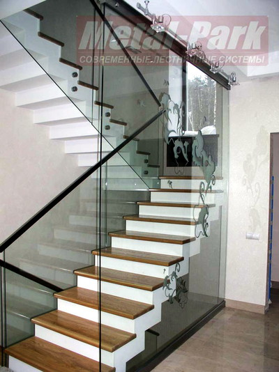 Цельностеклянные лестничные ограждения